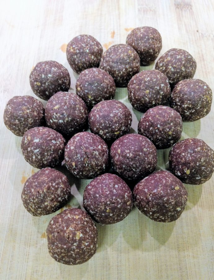 Raw-Vegan Peanut Butter and Chocolate Energy Bites