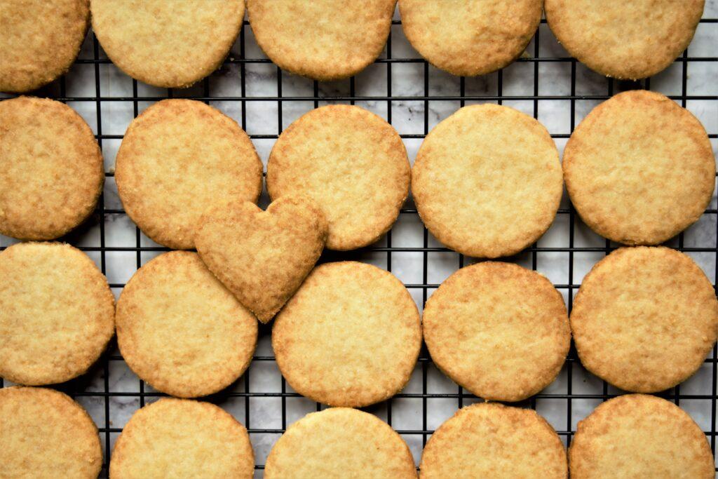 Vegan Almond-Raspberry Sandwich Cookies