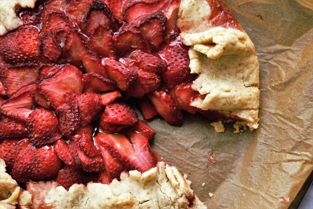 vegan and gluten-free strawberry crostata
